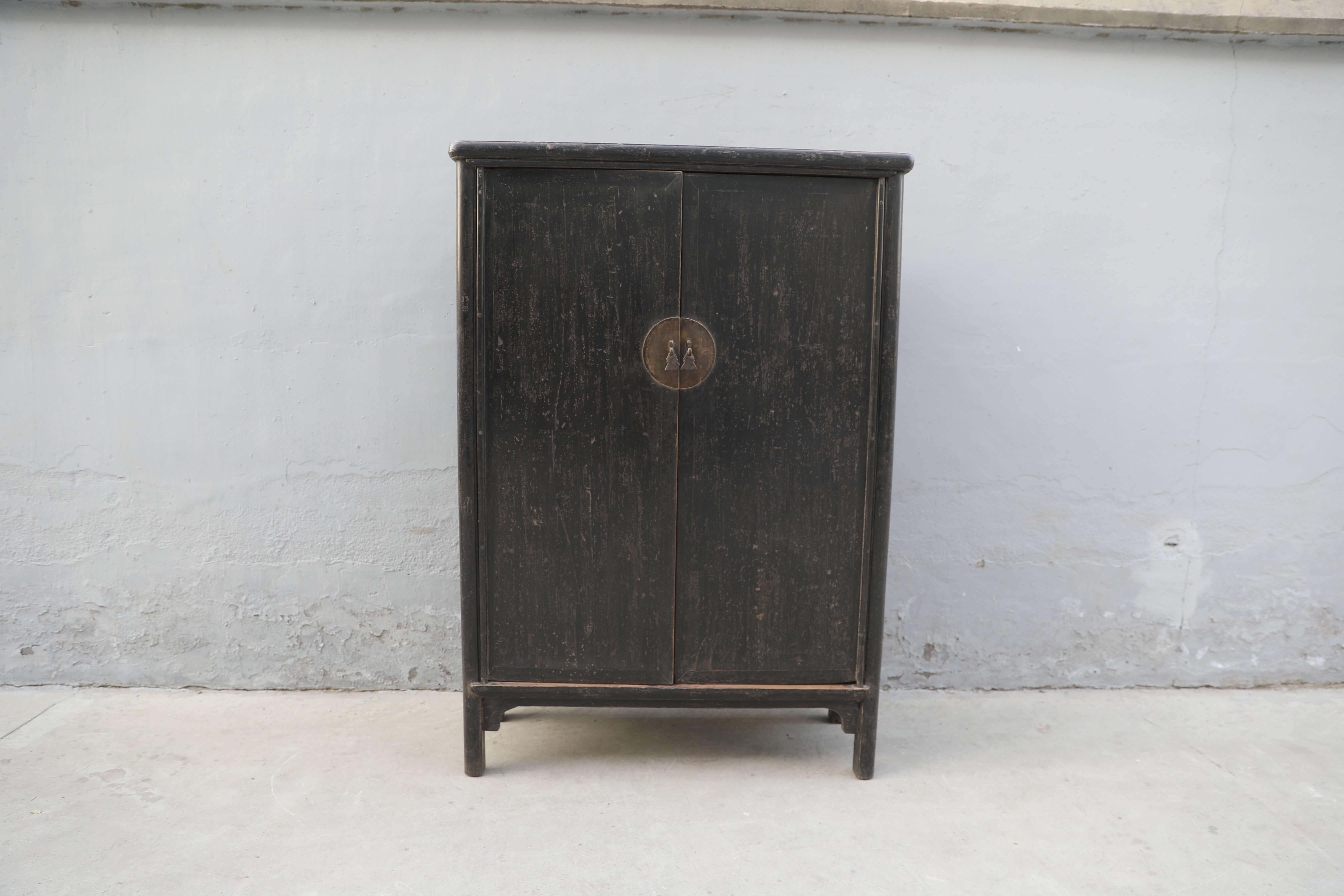 Koop Kabinetkast zwart 2 deuren en 6 lades